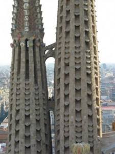 gothic-cathedral--la-sagrada-familia-in-barcelona--12-.jpg